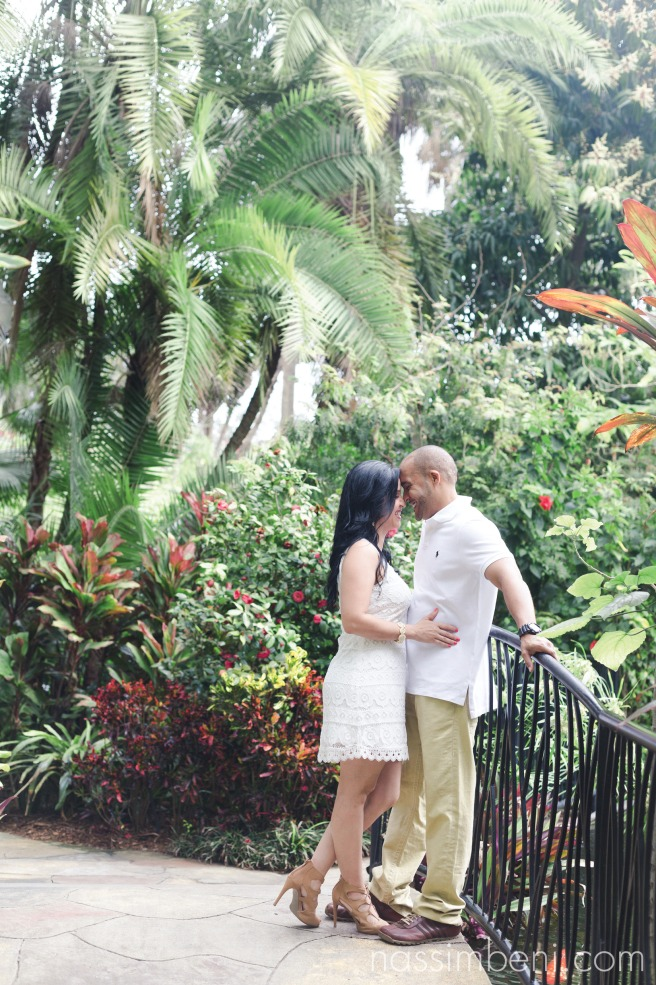 couple surrounded by sunken gardens botanical garden taken by nassimbeni photography