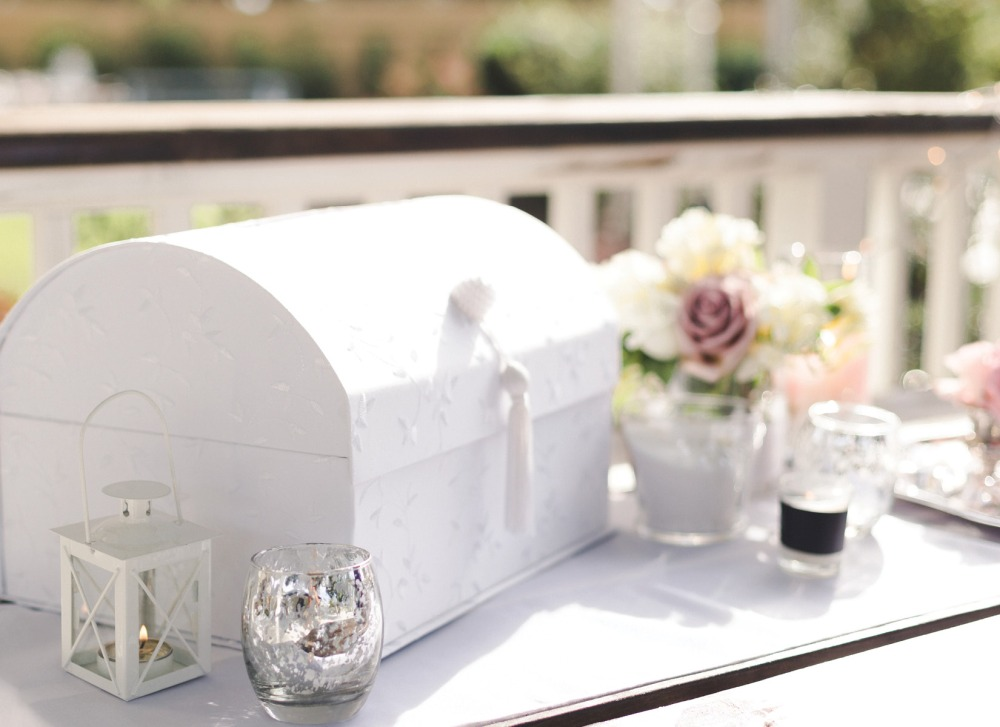 card box at sign in table for bellewood plantation by nassimbeni photography