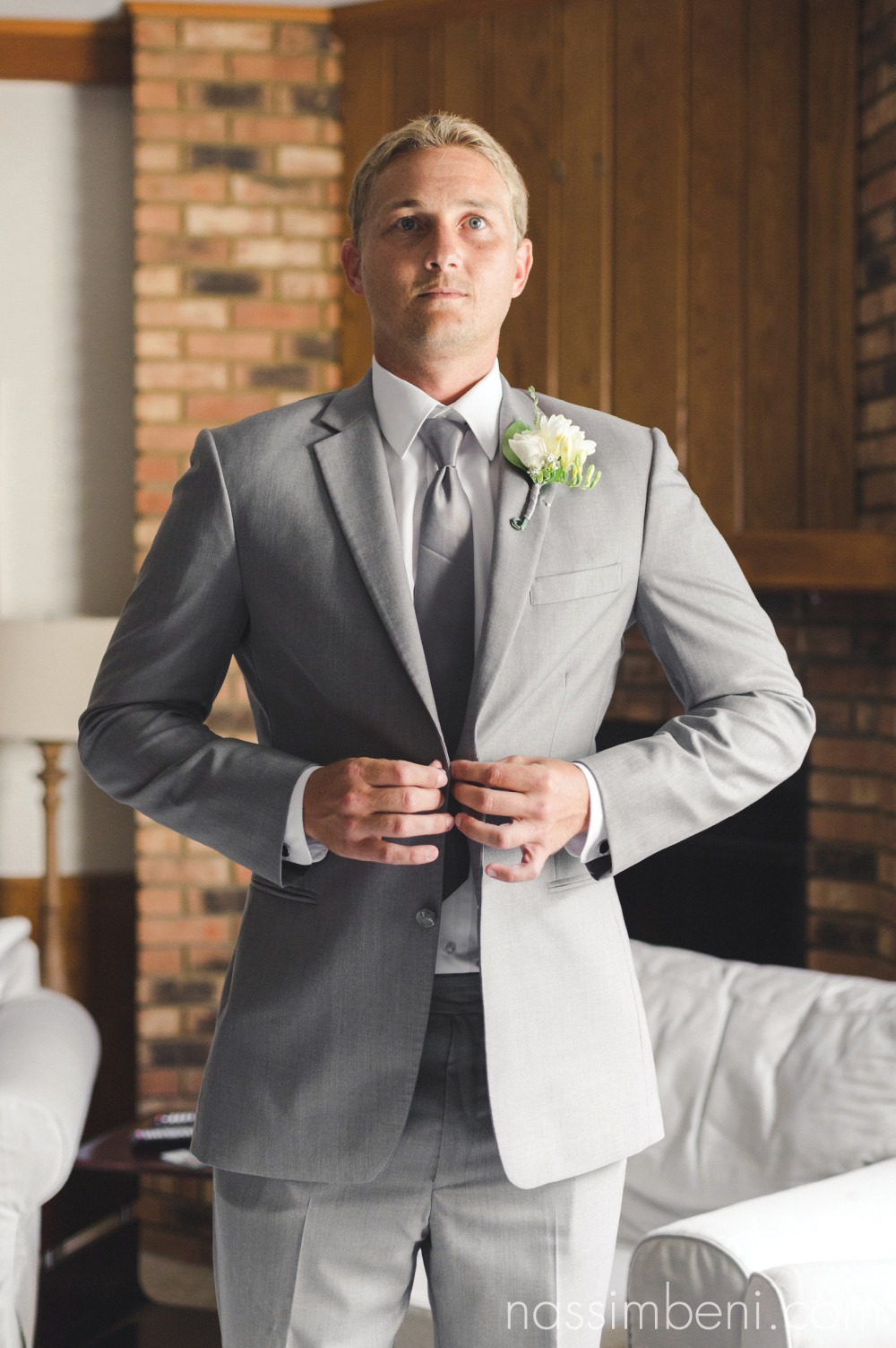 groom prep in vero beach florida wedding venue by nassimbeni photography