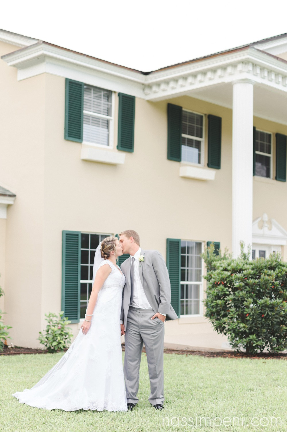 bride and groom at vero beaches new bellewood plantation wedding by nassimbeni photography