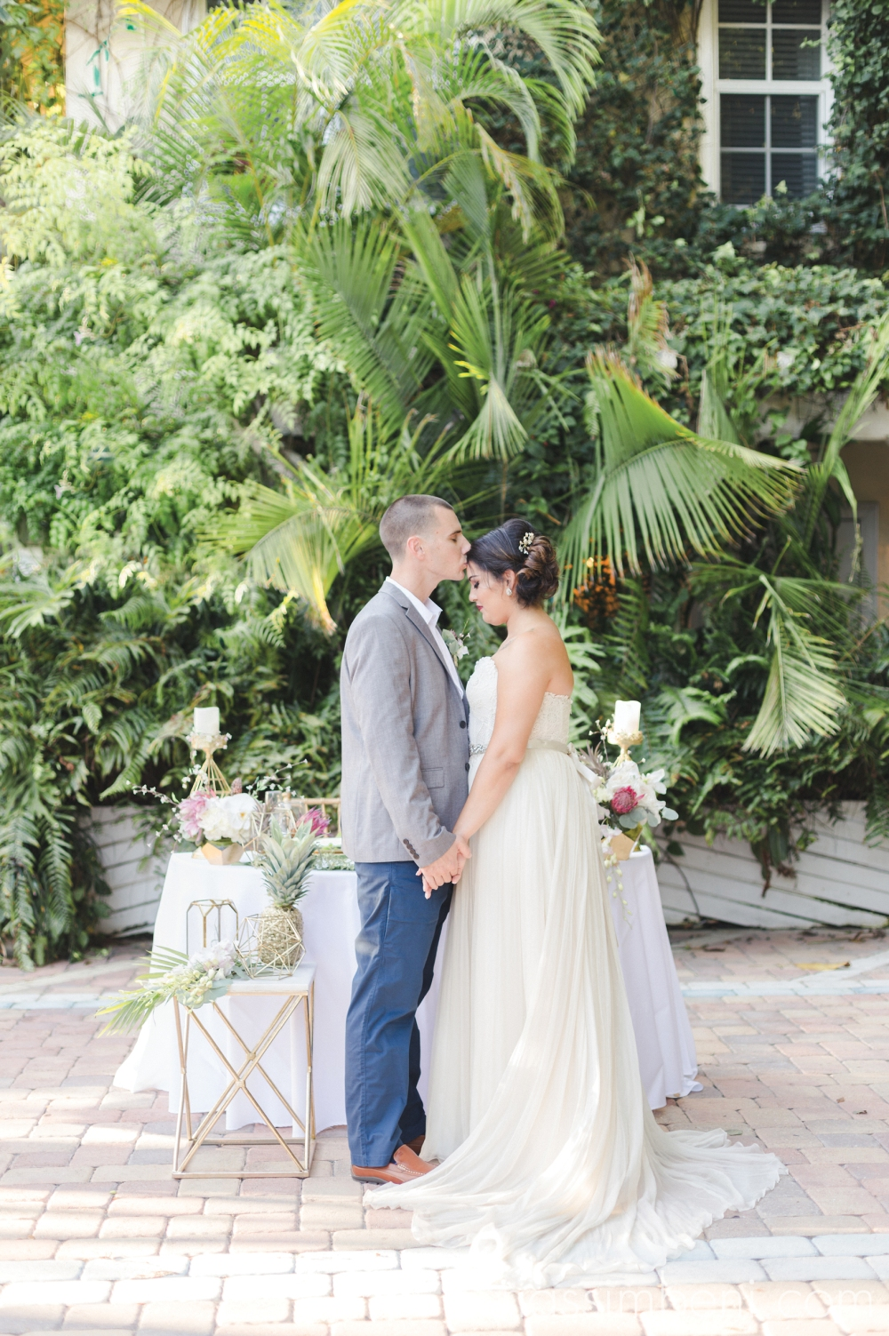 gold-and-geometric-tropical-wedding-inspiration-florida-destination-wedding-port-st-lucie-wedding-photographer-15