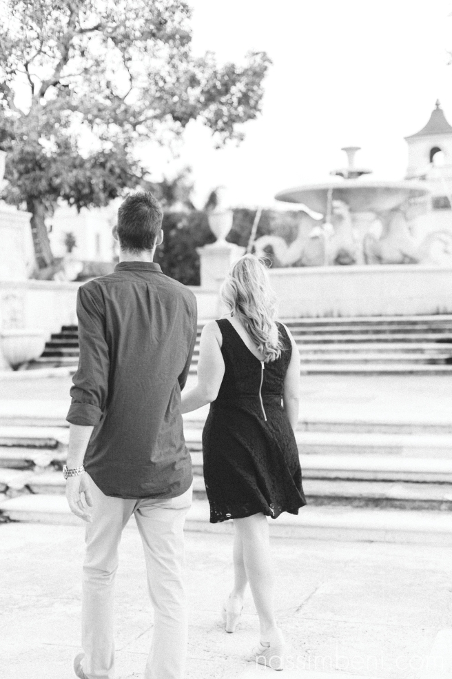 memorial fountain in palm beach by nassimbeni photography for engagement photos