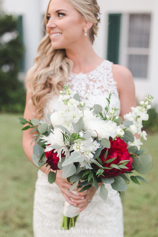 bellewood plantation bride with Laras theme bouquet